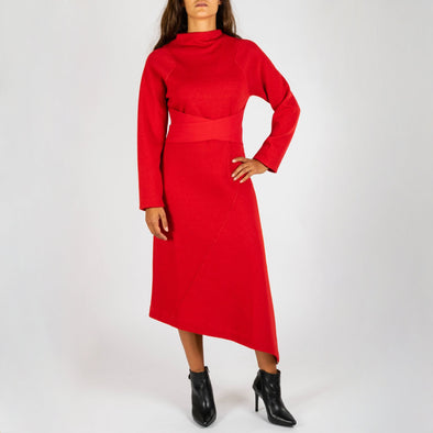 Red assymetrical dress with long sleeves and an elegant strap to tie at the waist.