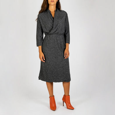 Grey elegant dress with 3/4 sleeves and tight waist.
