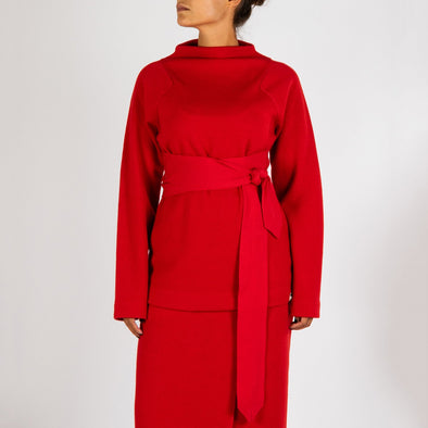 Red knit with long sleeves and an elegant strap to tie at the waist.