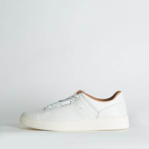 Minimalist low top lace-up sneakers in white leather. Made in Portugal. Free shipping to selected European countries.