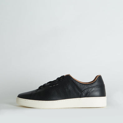 Minimalist low top lace-up sneakers in black leather. Made in Portugal. Free shipping to selected European countries.