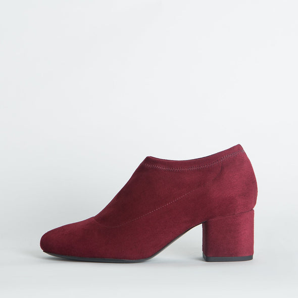 Block heeled ankle boots in bordeaux suede.