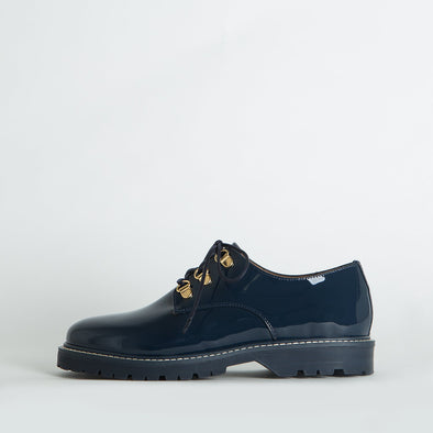 Derby shoes in dark navy patent leather.