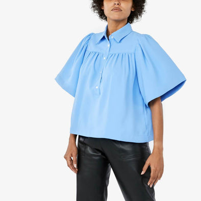 Blouse with bell sleeve and front cut with small pleats featuring back cut small pleats.