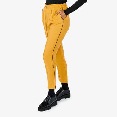 High waist pants with ajustable waist and side pockets.