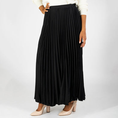 Flowing pleated skirt with invisible zip closure.