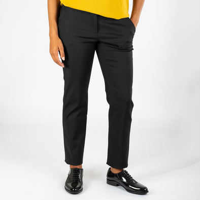 Slim fit pants with Italian pockets.