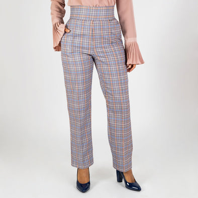 Skinny cut high waisted pants in a delicate chess pattern.