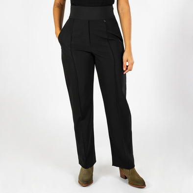 Skinny cut high waisted pants in a delicate black fabric.