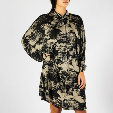 Midi casual shirt-dress in a black and beige pattern.