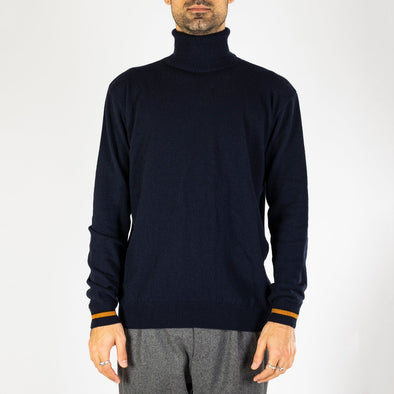 Navy blue knitted turtle neck with a regular fit and cuffs finished with a contrasting seasonal color.