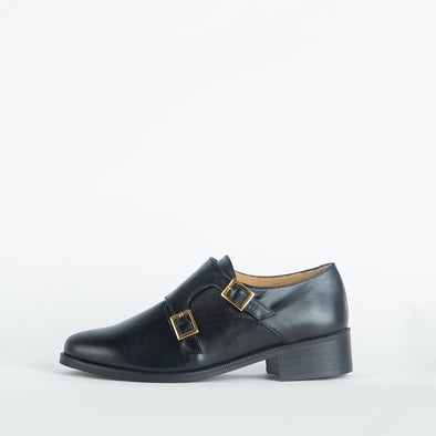 Flat elegant monkstrap shoes in black leather.