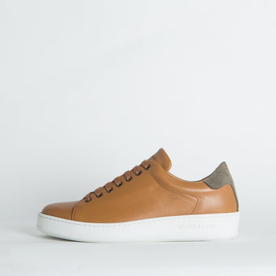Casual leather low-top sneakers in brown shades.