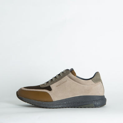 Casual runners in neutral shades, combining leather, suede and mesh.