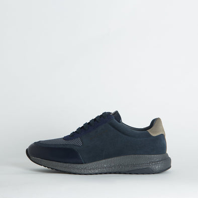 Casual runners in blue shades, combining leather, suede and mesh.