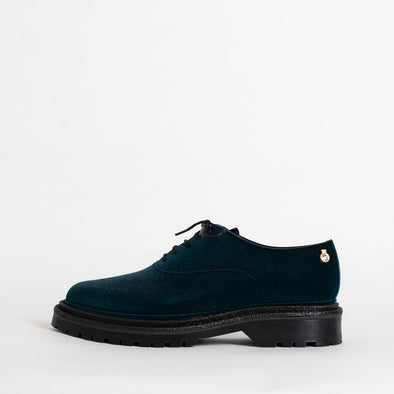 Velvety oxford shoes in metalic blue.