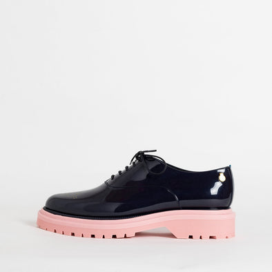 Fun oxford shoes in metalic blue with platform rose sole.