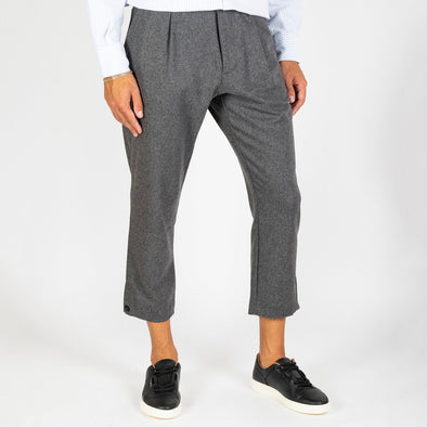 Grey wool trousers with pinces.
