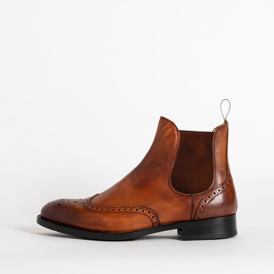 Classic flat ankle boots in brown leather.
