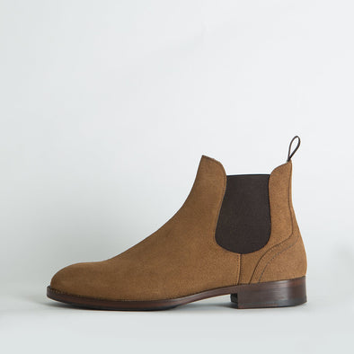 Chelsea boots in light brown waxed suede.