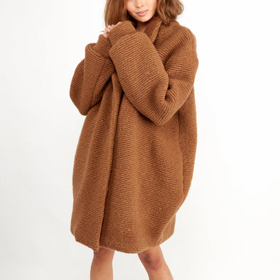 Oversized caramel dramatic wollen coat.