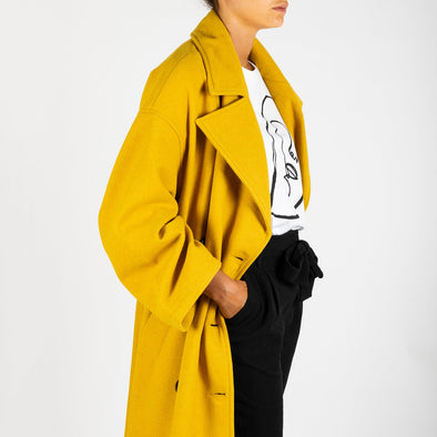 Relaxed fit yellow overcoat.