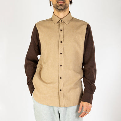 Minimalist and timeless bombershirt in brown and beige.