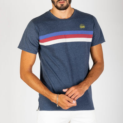 Short sleeved t-shirt with full-print and stripes with colored lines.