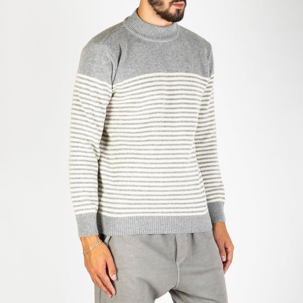 A two-tone stripe crew neck knit made from a four ply knit of wool yarn.