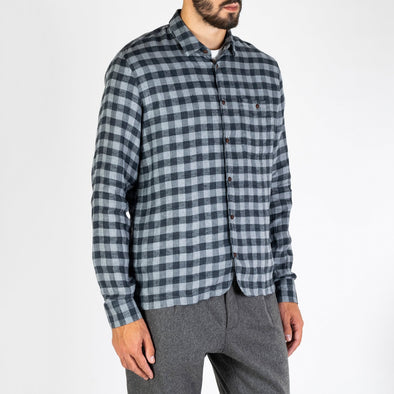 Checkered shirt in Italian flannel linen featuring one chest pocket.