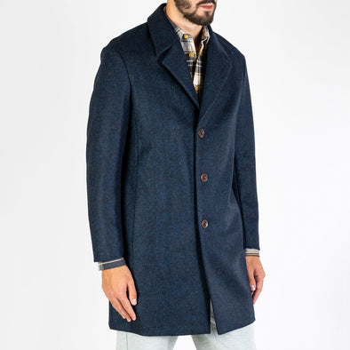 Soft navy woollen coat with 3 button closure made from natural corozo nut.