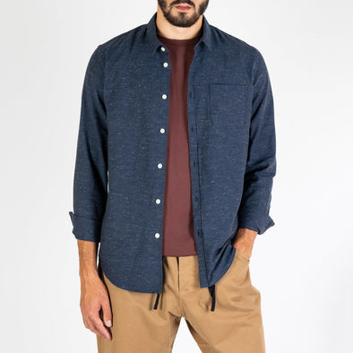 Thick navy blue structured shirt with a melange effect.