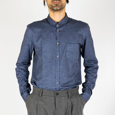 Blue fine Italian flannel shirt with a melange effect.