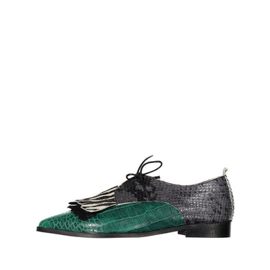 Green leather shoes which represent the male and feminine universes in perfect harmony.