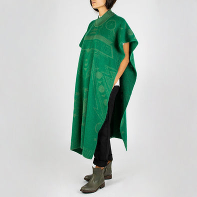 Jacquard triple function item: scarf + cape + open dress.