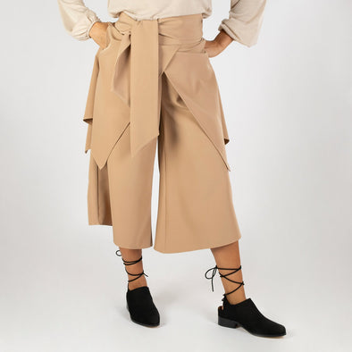 Camel asymmetric culotte with overlapped skirt.