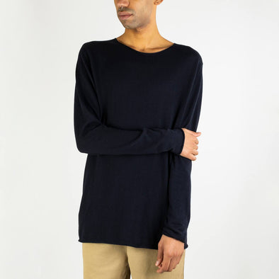 Black long-sleeved round neck jumper.