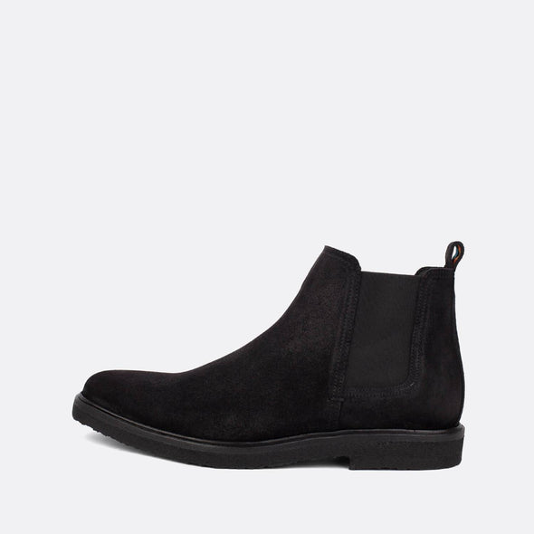 Unisex chelsea boots in black waxed suede.