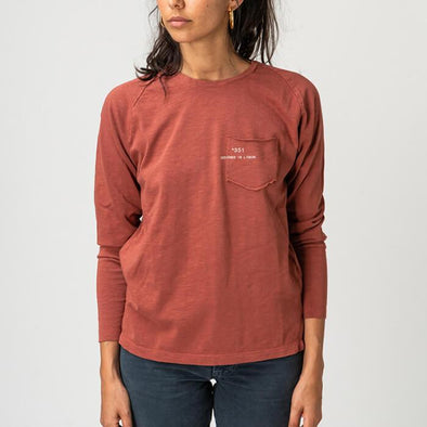 Rust round neck longsleeve with small pocket on the front and +351 logo print.