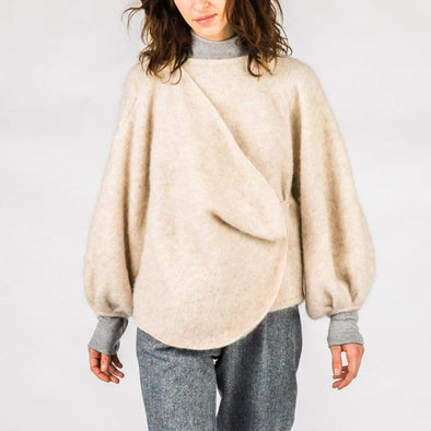 Beige oversize sweater with front detail and balloon sleeves.