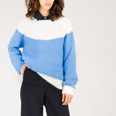 Regular cut blue and white sweater with ribbed finishes.