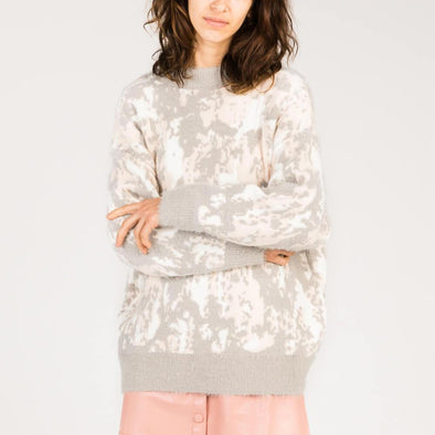 Long-sleeved sweater with baby pink, grey and white abstract print.