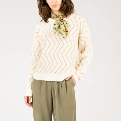 Zigzag print sweater with round collar.