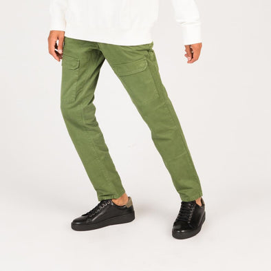 Military inspired cargo pants in army green cotton.