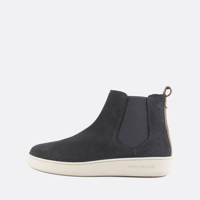 Casual chelsea boots in shark grey suede.