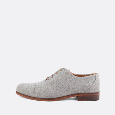Formal oxford shoes in grey suede.