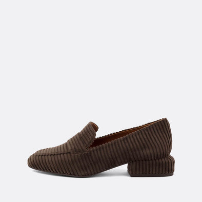 Flat moccasin style shoe in brown ribbed cotton.