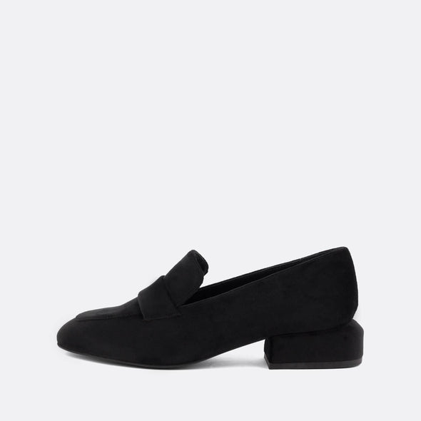 Flat moccasin style shoe in black cotton.