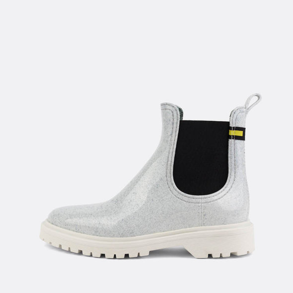 100% animal friendly white textured rain boots.