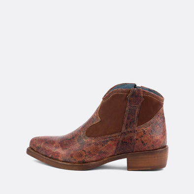 Brown leather texan boots with flower print.